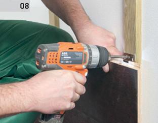 Montaż deski barlineckiej do łat na ścianie